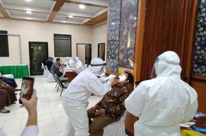 Putus Penyebaran Covid-19 DPRD dan Sekretariat Banten Jalani Swab Test