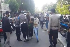 Viral Perwira Polisi Dipukuli Bintara Polri saat Demo di Jambi
