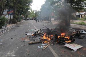 Oknum Mahasiswa Perusak Mobil Pemerintah Diamankan Saat Aksi