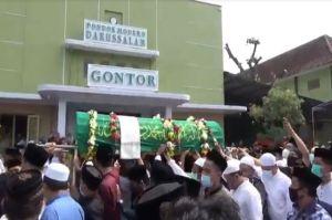 Ribuan Pelayat Iringi Pemakaman Pimpinan Ponpes Gontor KH Abdullah Syukri Zarkasyi