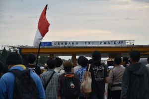 Nyaris Duduki GT Pasteur, Mahasiswa Dibubarkan Polisi dan 8 Diamankan
