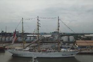 Singgah di Pelabuhan Belawan, KRI Bima Suci Disambut Antusias