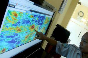 BMKG Perkirakan Cuaca Ibu Kota Hari Ini Berawan hingga Hujan Ringan