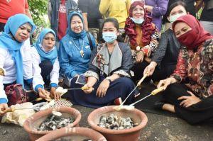 Feby Deru Manggang Kemplang di Festival Rempah 2020