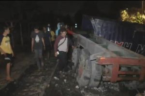 Truk Tertabrak dan Terseret Kereta CPO Sejauh 20 Meter di Medan, Sopir Selamat