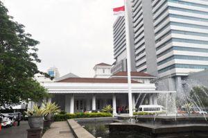 Perempuan Bawa Bensin ke Balai Kota DKI, Polsek Gambir: Belum Ada Laporan