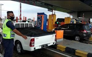 Jelang Malam, Volume Kendaraan di Gerbang Tol Ngemplak Meningkat