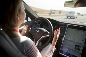 Consumer Reports Sebut Sistem Autopilot Tesla Jeblok