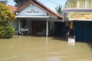 Banjir Cilacap Makin Meluas, 2 Warga Terinfeksi COVID-19 Dievakuasi ke RS