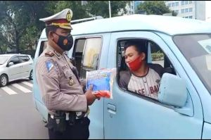 Kaget Distop Polisi, Abang Angkot: Kirain Ditilang, Malah Dikasih Beras