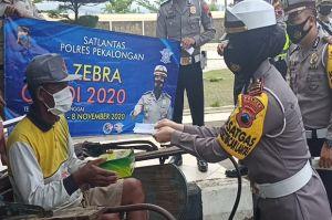 Operasi Zebra, Satlantas Polres Pekalongan Bagikan Ratusan Nasi Kotak