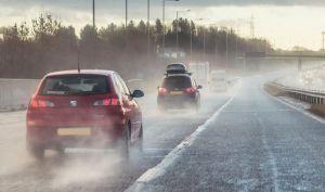 Cara Benar dan Nyaman Berkendara saat Kondisi Hujan Deras