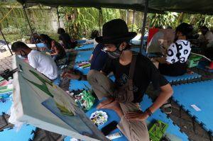 Lewat Lukisan, Satpol PP Jatim Ajak Seniman Jadi Duta Protokol Kesehatan