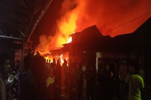 Tengah Malam, Kobaran Api Meluluhlantakkan Belasan Rumah Warga Nias