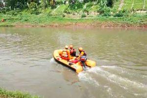 Rakit Poton Putus di Tengah Sungai, 3 Tewas 2 Hilang Terseret Arus