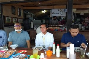 Zulkifli Hasan dan Mumtaz Rais Turun Gunung Sarapan Bareng Gibran di Soto Gading Solo