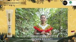 Margaretha Mala, Milenial Tana Bentarum Pelestari Pewarna Alami Tenun Dayak Iban