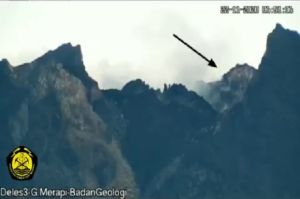 Magma Merapi Sudah Sangat Dekat ke Permukaan, Ada Rekahan di Kawah