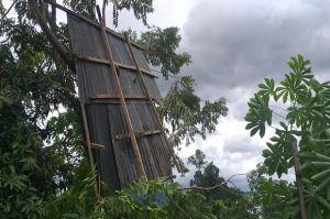 Angin Kencang Menerjang Kota Bitung, Satu Rumah Warga Rusak Berat