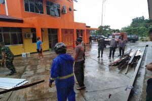 Puting Beliung Hantam Gedung Kantor POS SAR Waisai Raja Ampat