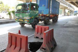 Waspada Jalan RE Martadinata Rusak Parah, Ada Lubang Sedalam Satu Meter