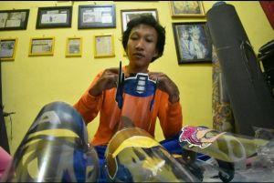 Berkah Pandemi COVID-19, Dari Pengusaha Songkok jadi Perajin Face Shield