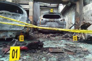 Bangun Tidur, Pasutri Syok Menemukan Mobil dan Rumahnya Hangus Terbakar