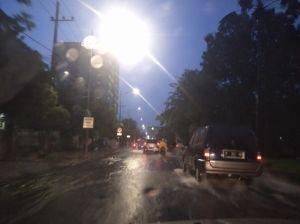 Diguyur Hujan Deras, Beberapa Ruas Jalan Utama Surabaya Banjir
