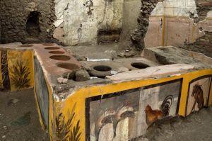 Terkubur 2000 Tahun, Arkeolog Temukan Kedai Makanan Kuno di Pompeii