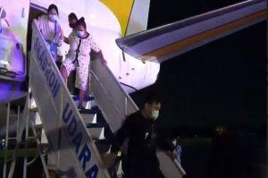 TNI AU Evakuasi 2 Korban Patah Tulang Akibat Gempa di Sullbar