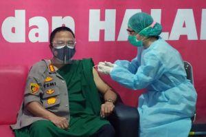 Bupati Tak Penuhi Syarat, Kapolres dan Istri Awali Vaksin COVID-19 di Deliserdang