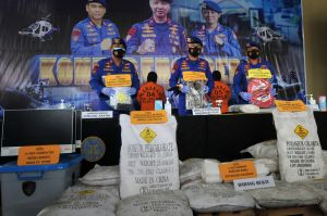Perakit Bom dan Puluhan Ton Bahan Peledak Diamankan