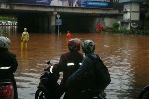 Biar Jakarta Banjir Diduga Kabel Rumah Pompa Dukuh Atas Dipotong, Netizen: Upaya Menjatuhkan Anies