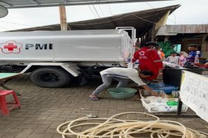 Bantu Korban Bencana, Setiap Hari PMI Distribusikan 250 Liter Air Bersih