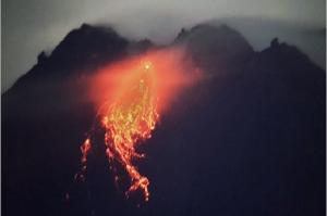 Update Merapi, Dini Hari Luncurkan Lava Pijar 17 Kali ke Krasak dan Boyong