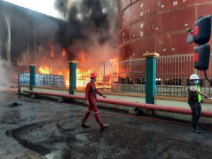 Kilang Minyak di Teluk Bayur Padang Terbakar