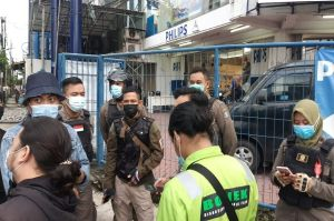Galang Bantuan Kemanusiaan untuk Korban Bencana, Bonek Bersitegang dengan Satpol PP