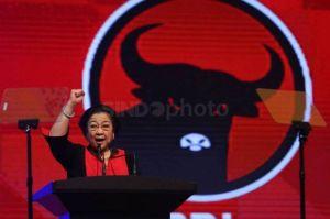 Aduh, Gubernur Bali Suapi 2 Ketua DPC PDIP dengan Sendok yang Sama