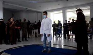 Pasangan Homo Dicambuk 80 Kali di Aceh, Rotan Algojo Patah