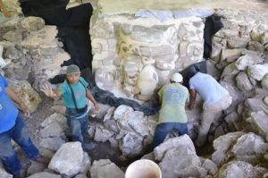 Topeng Suku Maya Ukuran Raksasa Ditemukan di Meksiko
