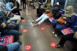Warganet Curhat Banyak Penumpang KRL Teleponan di Dalam Gerbong