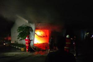 Kebakaran dan Ledakan Gemparkan Probolinggo, 1 Motor, Pikap, dan 1 Ton Ikan Hangus