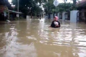 Sungai Ciberes Meluap, Ratusan Rumah di Cirebon Terendam Banjir