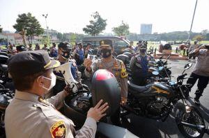 Kapolda Jatim Bagikan 250 Unit Sepeda Motor dan 2 Unit Ambulans