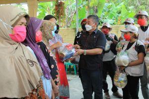 Baguna PDIP Jawa Timur Bagikan 750 Paket Sembako untuk Korban Banjir Nganjuk