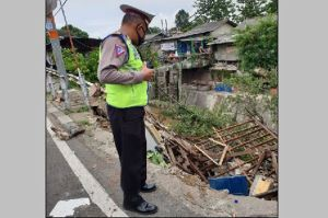 Polisi yang Terjebak dalam Bangunan Pospol Ambles Berhasil Diselamatkan