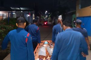 Lahir Prematur, Personel Damkar Evakuasi Ibu dan Bayi ke Bidan