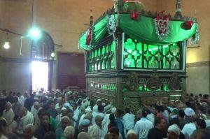 Tabarruk dan Anjuran Ziarah ke Makam Orang Saleh