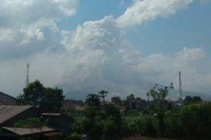 Sinabung Terus Erupsi, Semburkan Abu Vulkanik Setinggi 1.000 Meter