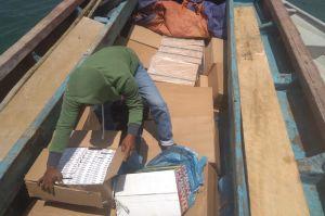 Kapal Pompong Bawa Rokok dan Minol Ilegal Ditangkap Aparat